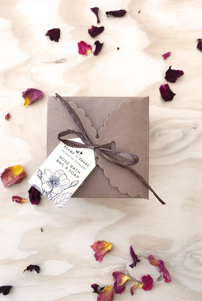 ROSE SOAP & BATH SALT GIFT BOX